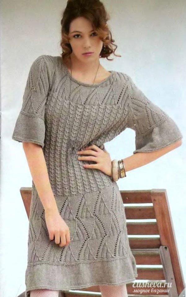 Платье с ажурными вставками вязаное спицами
