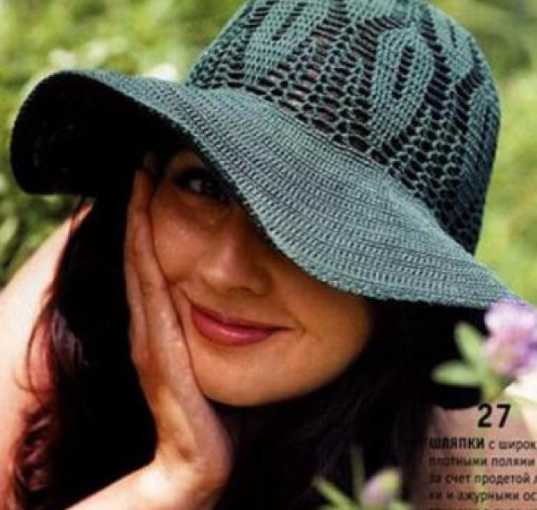 Ажурная шляпа с широкими полями. Вязаная крючком