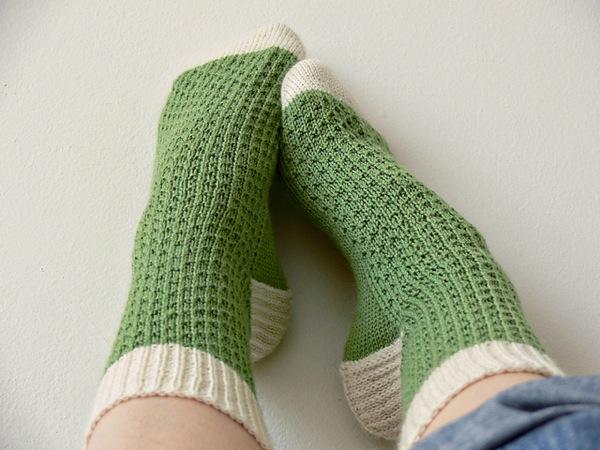 Носки. Простые в вязании, интересные в дизайне. Вязаные спицами