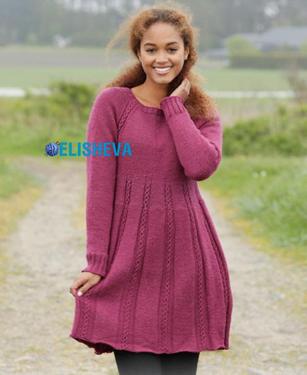 Вязаное красивое платье с регланом и узором из кос спицами