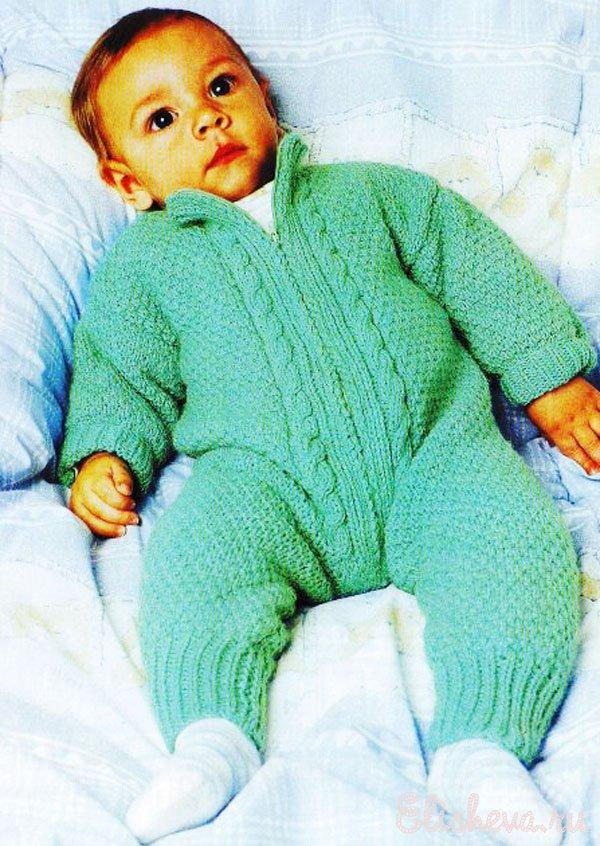 Комбинезон для малыша вязаный