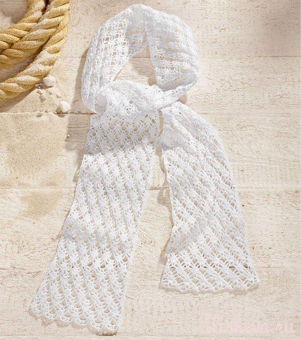 Ажурный белый шарф связанный