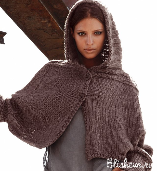 Пончо с капюшоном вязаное