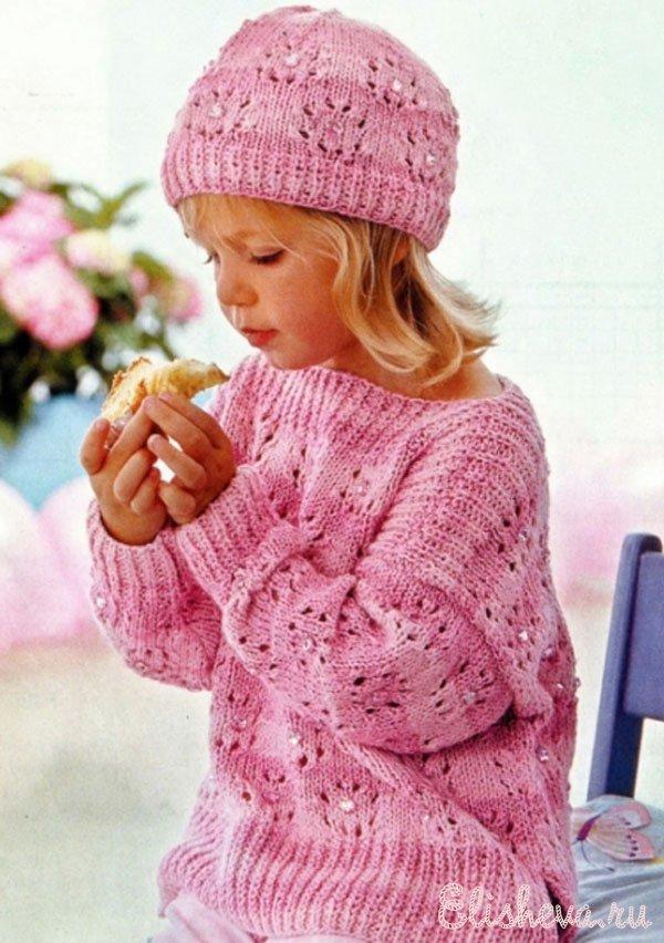 Розовый пуловер и шапочка для