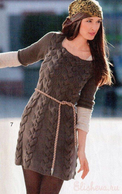Мини-платье с косами вязаное