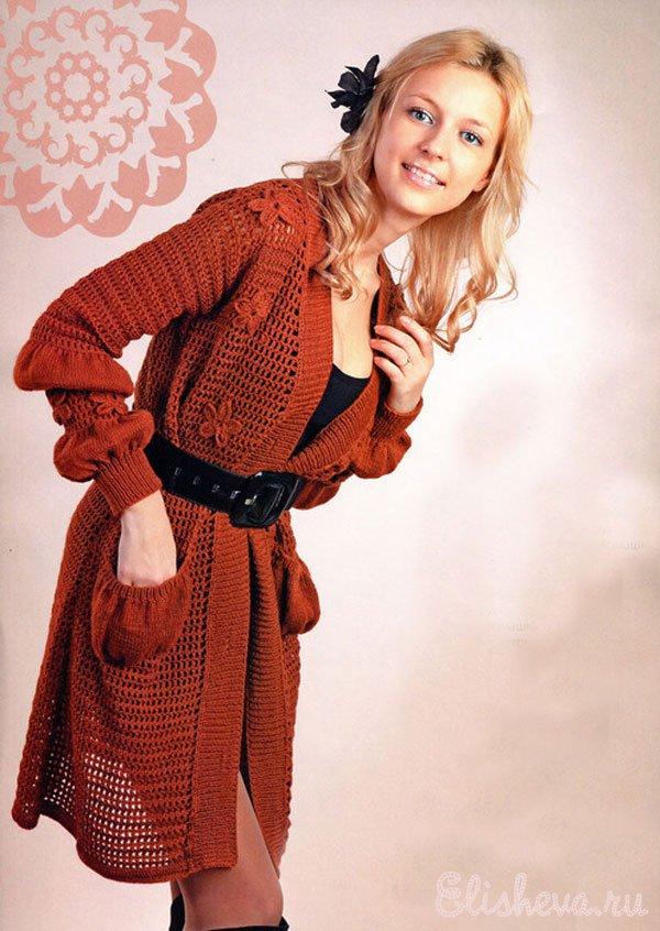 Ажурный кардиган с цветами - Вязание для женщин В длинноватом кардигане терракотового цвета внимание завлекают детали...