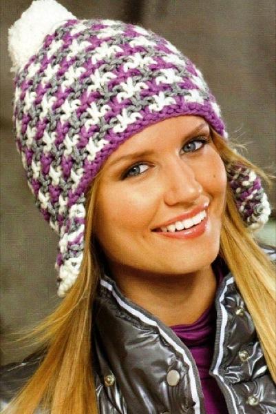 Трехцветная шапка с ушками и