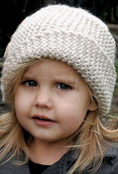 Стильная детская шапка с косым