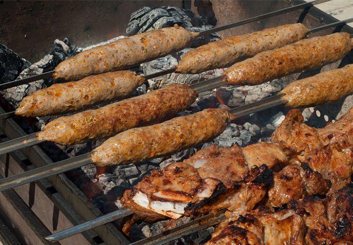 Люля-кебаб на мангале из свинины рецепт пошагово
