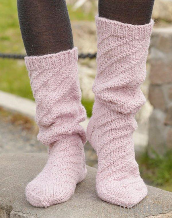 Носки женские вязаные спицами
