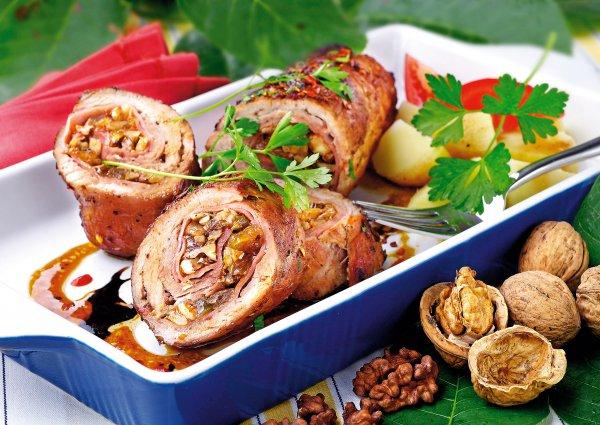 рецепт красивый праздничный мясной рулет фото
