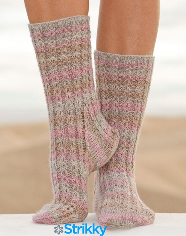 меланжевые носки с косами Mables Cables от Drops Design вязаные