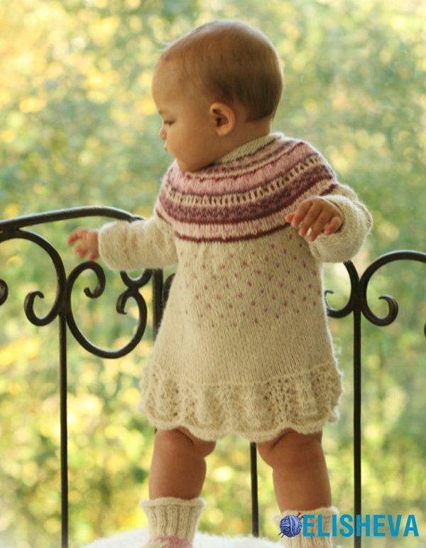 платье спицами для девочки с жаккардовым узором от Drops Design