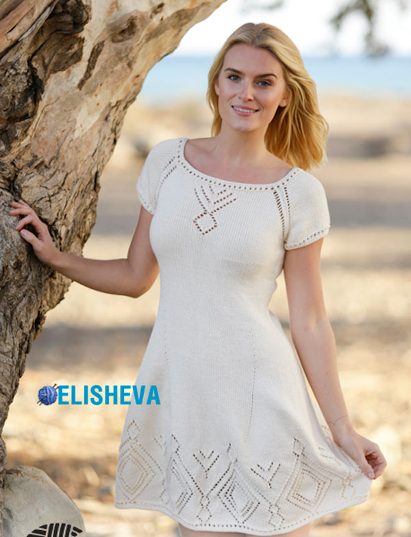 Вязаное ромбами платье спицами