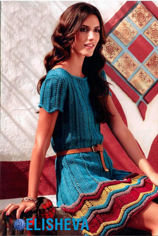 Яркое, нарядное платье с узором зигзаг вязаное спицами