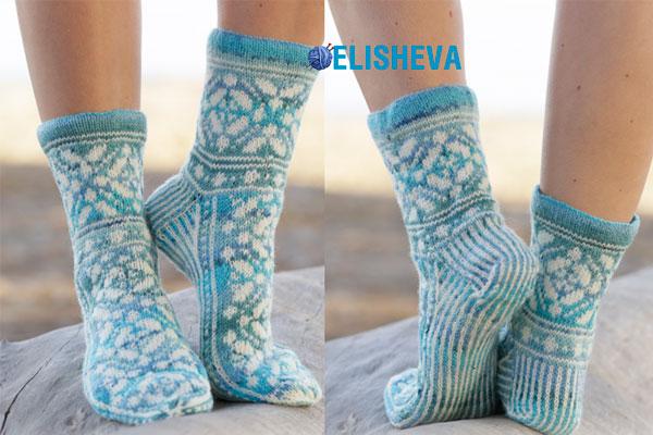 Вяжем спицами красивые женские носки Ice Magic от Drops Design