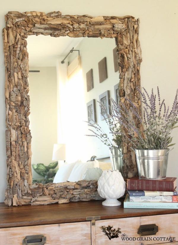 Der Rahmen für einen Spiegel mit den Händen von einem Baum
