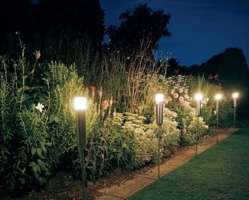 Проводка освещения в саду вдоль дорожки: инструкция с фото